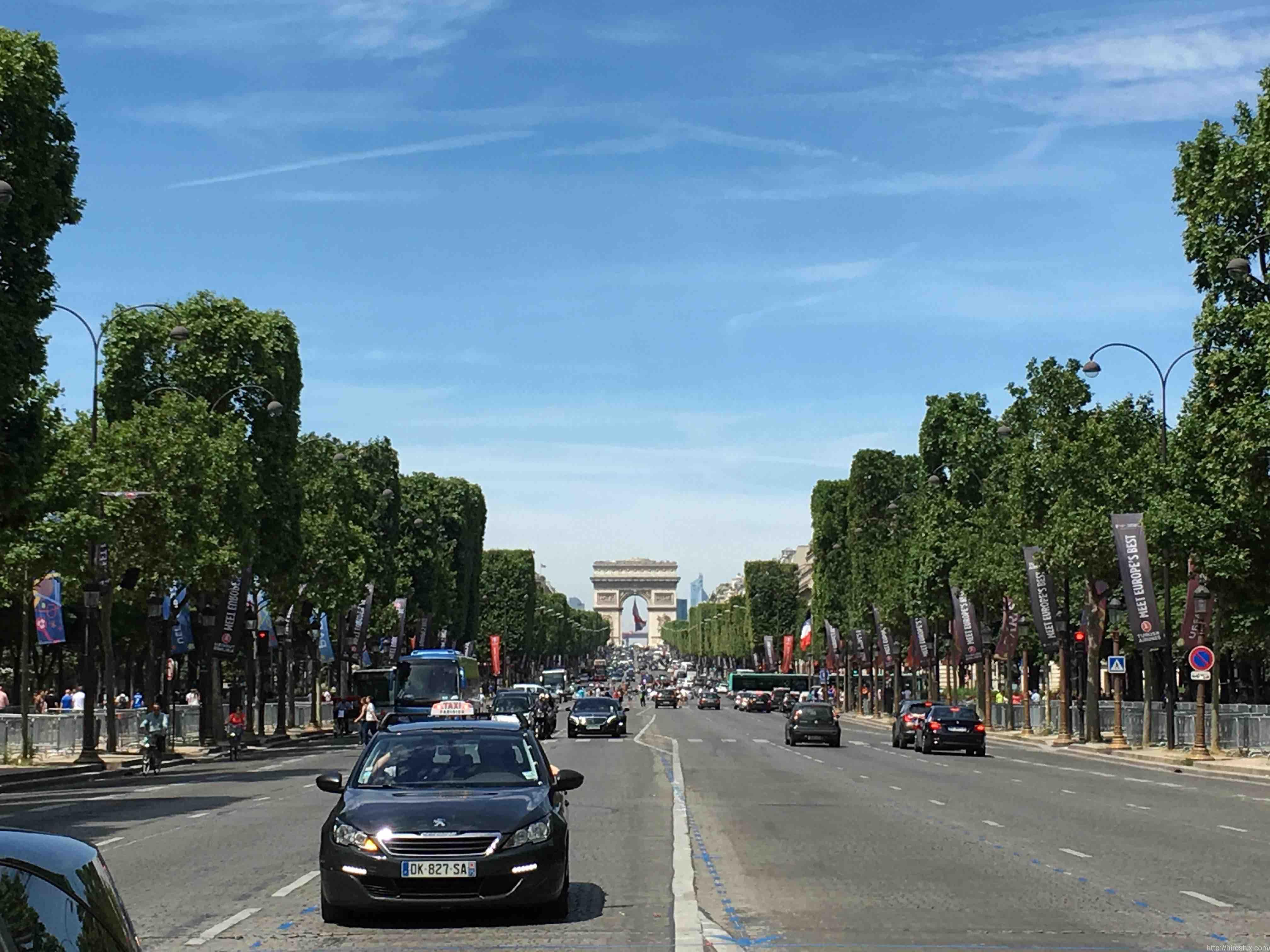 パリ市内をセーヌ川に沿って、ぶらぶら散歩観光