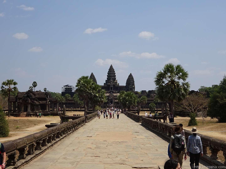 カンボジア、アンコールワットは水の神殿?朝日も拝んだよ!