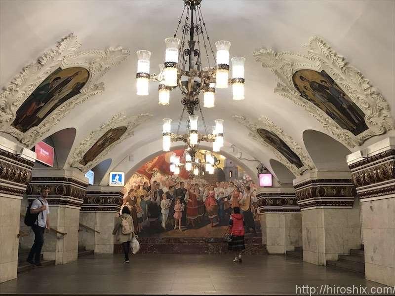 モスクワの地下鉄は合理的かつ美しすぎる地下宮殿だった!【ロシア旅行2018】