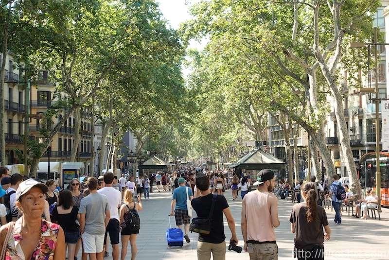 バルセロナの旧市街ランブラス通りをぶらぶら散策!【スペイン旅行2018】