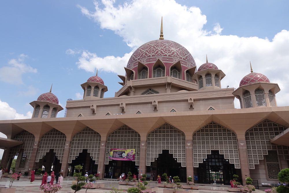 マレーシア・プトラモスク観光1人旅!プトラジャヤにあるピンクモスクの行き方【マレーシア旅行2019】