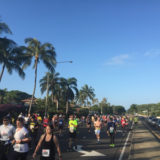 ホノルルマラソン2015、ピカチュウのスーツを脱ぎ捨て灼熱のレースを完走!w